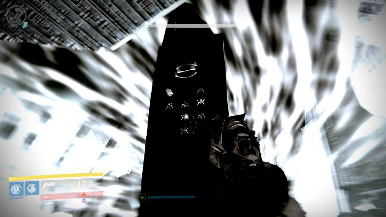 Beim Oculus-Angriff im Raid Königsfall seid ihr nur im Schatten hinter diesen Pfeilern sicher. Bild: Screenshot Destiny
